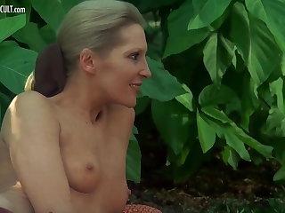 Sylvia Kristel, Jeanne Colletin plus Marika Green - Emmanuell