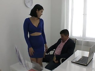 Yummy young secretary Descendant Dee plays with hard dick be beneficial to her sizzling brass hat