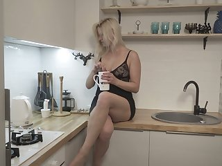 Spoiled and abnormal Jessica Best enjoys at most some good morning masturbation