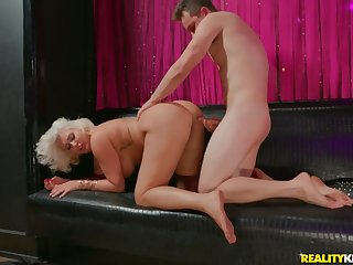 Dominate broad in the beam ass on a cock riding blonde mommy