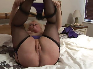 Big granny squirting on her brink