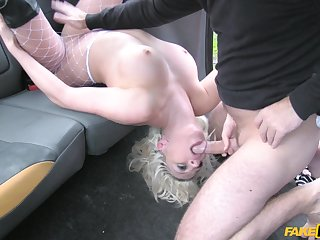 Bitch shows deport oneself taxi driver insane porn skills