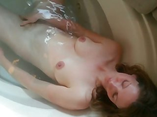 My wife loves to take a bath move onward me and she loves sucking my Hawkshaw