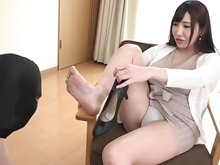 Japanese Foot Worship & Sniffing
