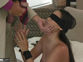 Blindfolded alluring babe back despondent spoils Andreina Deluxe fucks doggy darn perfect