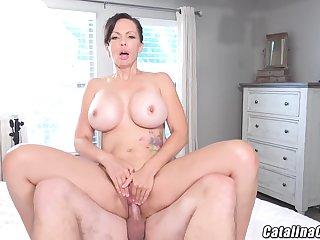 Catalina Cruz - Juicy Housewife Catalina Cruz Bounces Ass Fucking Cock